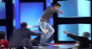 شاب يضرب أمه