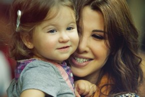 Nancy-Ajram-with-Her-daughter-mila