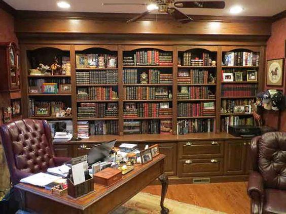 مكتبة كتب خشبية كلاسيكية