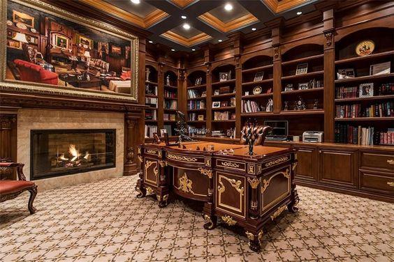 مكتب خشب واسع