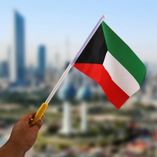 العلم الكويتي يرفرف