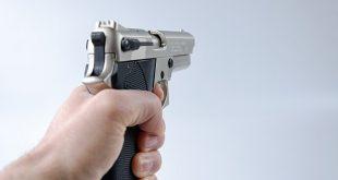 من هو مخترع المسدس
